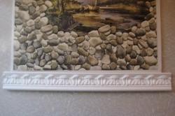 Деталь рамки из потолочного плинтуса для картины