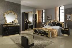 Серебристые обои в большой спальне