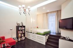 Зонирование гостиной и спальни с помощью подиума