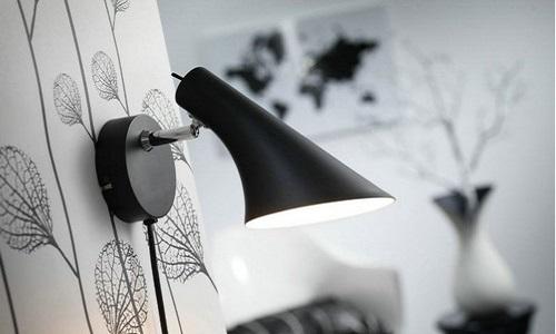 Настенный светильник в гостиной