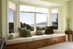 Декор окна с эркером