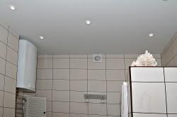 Белые стандартные натяжные потолки