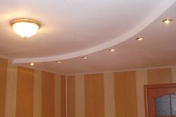 Дизайн двухуровневого потолка полукругом