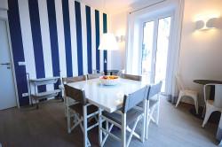Гостиная-столовая в морском стиле