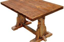 Стол, обработанный в технике браширования