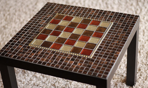 Стол из мозаики