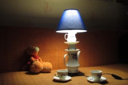 Светильник из посуды