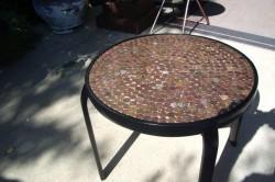 Пример столика декорированного монетами