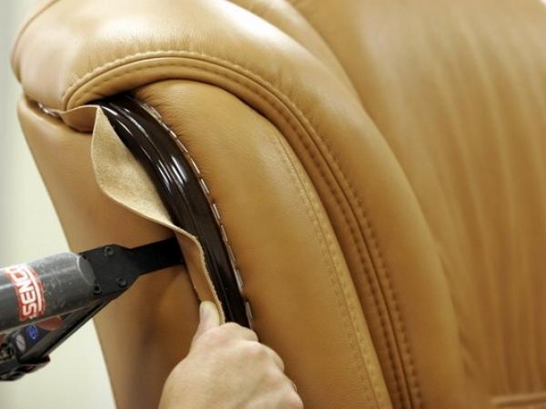 Как перетянуть стул дермантином своими руками 59
