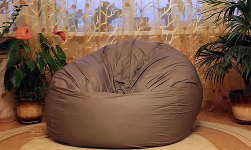 Кресло-груша в гостиной