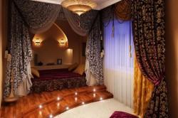 Разделение гостиной от спальни с помощью штор