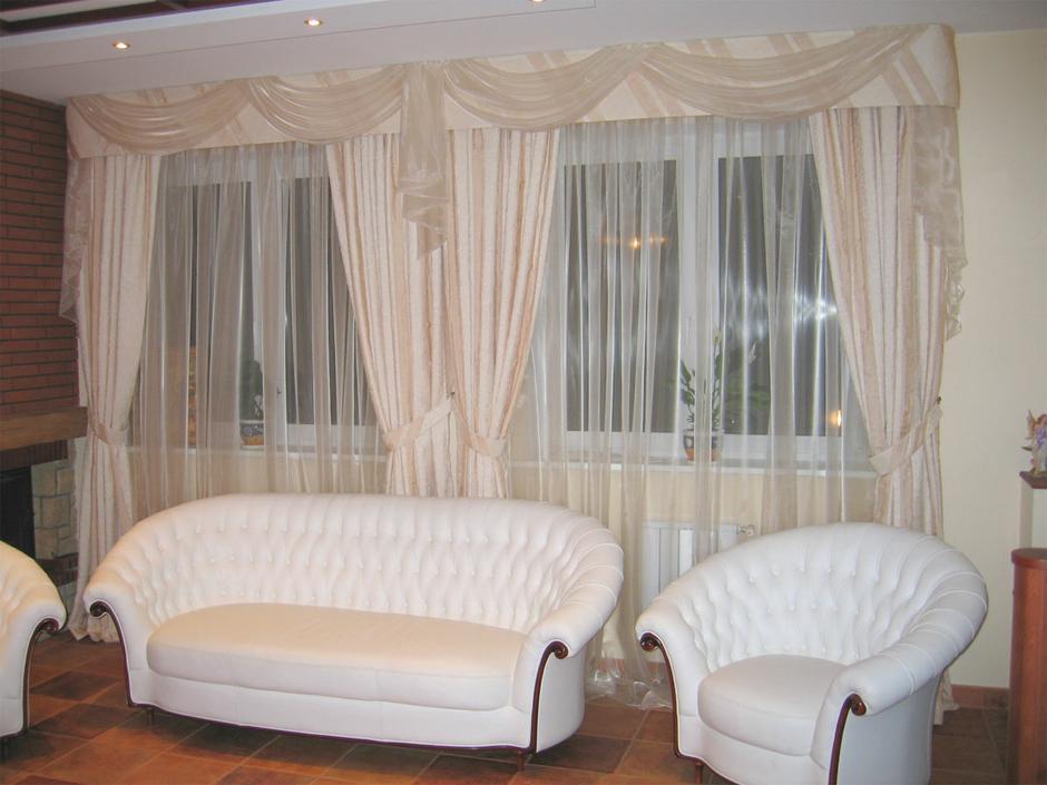 Дизайн зала если два окна