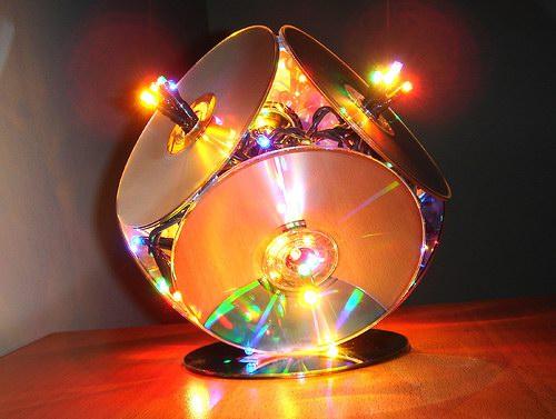Светильник с дисков и гирлянды своими руками