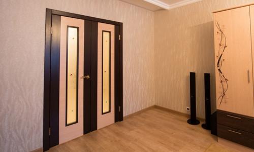 Двустворчатые двери в интерьере