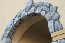 Использование камня для изготовления арки