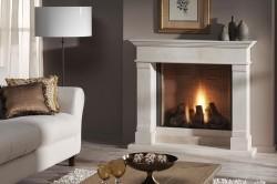 Расположение мягкой мебели и камина