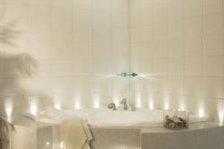 Вариант расположения точечных светильников в ванной комнате